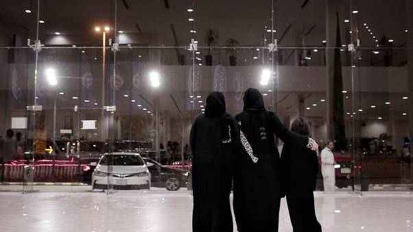 السعودية نيوز |      سعوديون يرفضون مقترحا بتجنيس أبناء السعوديات المتزوجات من أجانب