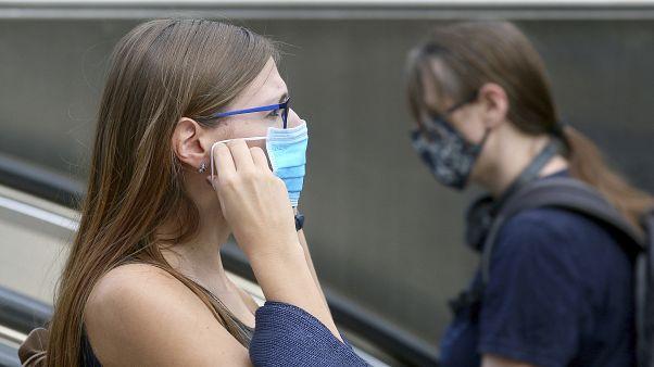 Fransa: Kapalı kamusal alanlarda maske zorunluluğu önümüzdeki hafta başlıyor