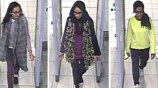 شميمة بيغوم في مطار جاتويك في لندن قبل اللحاق برحلة إلى تركيا ثم إلى سوريا في فبراير 2015