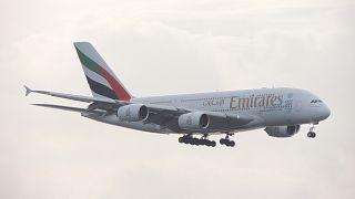 """""""طيران الإمارات"""": إبقاء مقاعد شاغرة داخل الطائرة أمر غير واقعي"""