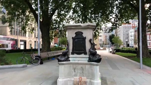 Batalla de estatuas en Bristol
