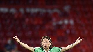 Le madrilène Luka Modric lors du match contre Grenade au stade Los Carmenes de Grenade, Espagne, le lundi 13 juillet 2020