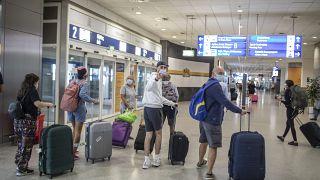Ελλάδα: Πού επεκτείνεται από την Τετάρτη η υποχρεωτική χρήση μάσκας