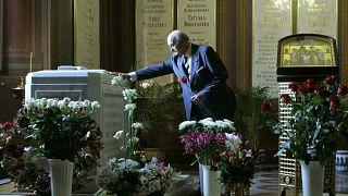 Захоронение останков царской семьи 17 июля 1998 года.