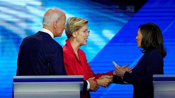 جو بایدن در کنار الیزابت وارن و کاملا هریس