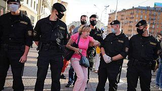 برخورد پلیس بلاروس با یکی از مخالفان دولت