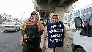Hava Harp Okulu öğrencisi Furkan Çetinkaya'nın annesi Melek Çetinkaya (sağda)