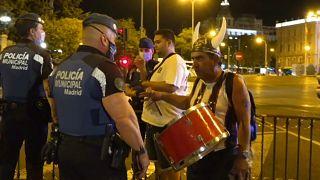 شاهد: أنصار ريال مدريد يحتفلون بتتويج النادي الملكي بلقب الليغا