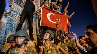 Soldati in piazza Taksim a Istanbul - luglio 2016