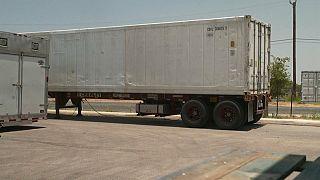 شاهد: تكساس تستعين بشاحنات تبريد لحفظ الجثث تحسباً لزيادة أعدادها