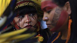 Brezilyalı yerli topluma mensup kadınlar