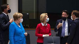 Mark Rutte, Angela Merkel, Ursula von der Leyen, Giuseppe Conte és Emmanuel Macron az EU-csúcson
