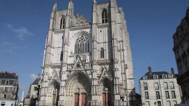 Υπό έλεγχο η φωτιά στον Καθεδρικό Ναό της Νάντης
