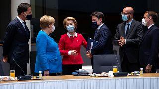 زعماء الاتحاد الأوروبي قبيل الجلسة الثانية لاجتماعات القمة