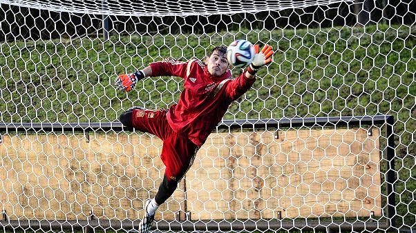 كاسياس خلال حصة تدريبية مع المنتخب الإسباني (صورة من الأرشيف)