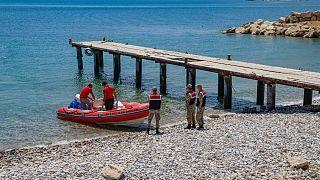 Van Gölü'nde batan göçmen teknesine arama çalışmaları