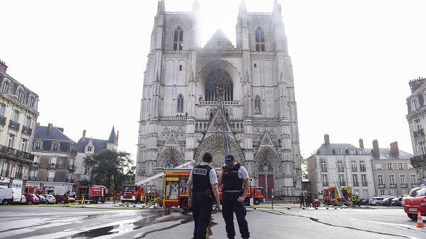 Fransa'da Saint-Pierre Katedrali'nde çıkan yangın sonrası kundaklama soruşturması
