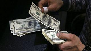 سقوط آزاد ریال؛ دلار و یورو بار دیگر رکورد زدند