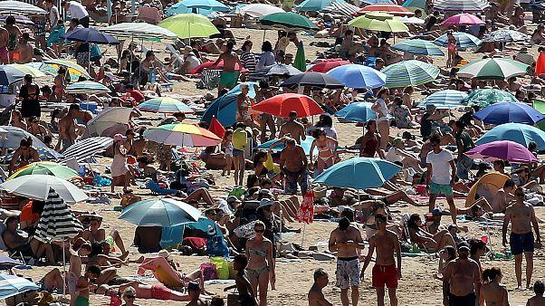 Минздрав Франции связывает вторую волну пандемии с несоблюдением жителями мер предосторожности