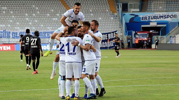Cesar Grup Ümraniyespor'u mağlup eden Büyükşehir Belediye Erzurumspor Süper Lig'e yükseldi