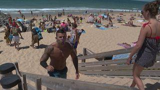 Sommer, Sonne, Corona - am Strand an der Atlantikküste