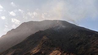شاهد: ثوران بركان سترومبولي في إيطاليا