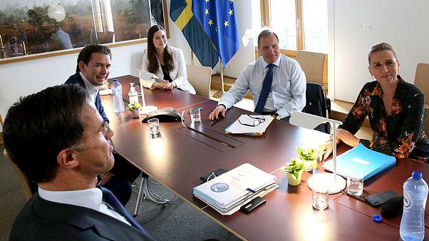 Da sinistra, il primo ministro olandese Rutte; il cancelliere austriaco Kurz; il primo ministro finlandese Marin; quello svedese Lofven e la danese Mette Frederiksen