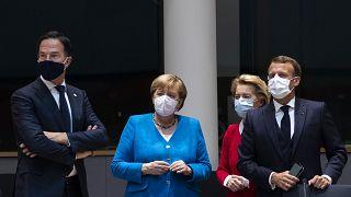 El primer ministro holandés Mark Rutte, junto a la canciller alemana, la presidenta de la Comisión y el presidente francés