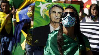 Les gens manifestent leur soutien au président brésilien Jair Bolsonaro lors d'une manifestation à Brasilia, au Brésil, le dimanche 19 juillet 2020.