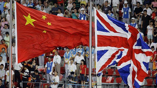 İngiltere ve Çin bayrakları