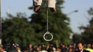 İran'da asılarak idam edilen bir mahkum (arşiv)