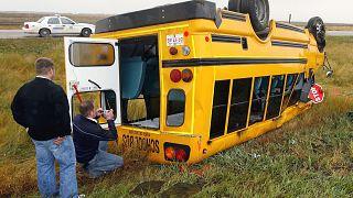 كندا تحقق في حادثة انقلاب حافلة سياحية أوقعت 3 قتلى و24 جريحا
