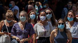 Aumenta a obrigação do uso de máscaras para reforçar a contenção da Covid-19