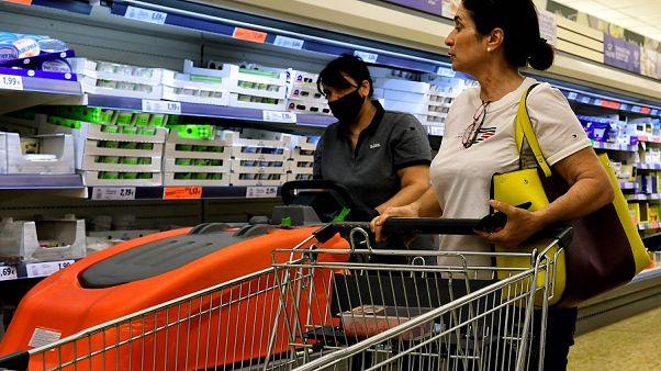 Μειωμένες προσδοκίες, μειωμένη κατανάλωση: Τι αγοράζουν οι Έλληνες