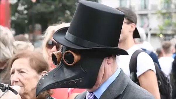 شاهد: بريطانيون يحتجون في لندن ضدّ ارتداء الكمامات الواقية