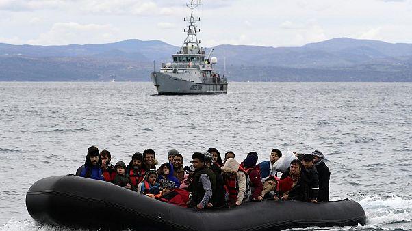 Türkiye'den botla Yunanistan'ın Midilli Adası'na geçen göçmenler