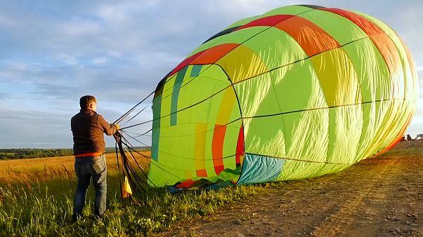 Heißluftballons sind zurück im Himmel über Russland