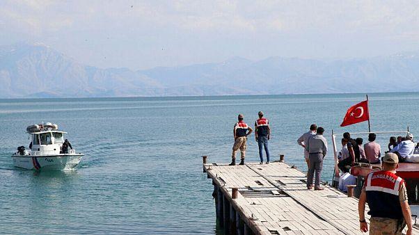 عملیات جستجو در دریاچه وان ترکیه