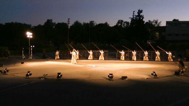 Görög dráma, élő egyenes adásban