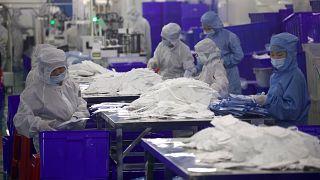Çin'in Vuhan kentinde maske üretilen bir firma