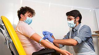 آزمایش واکسن تولیدی آکسفورد برای کرونا