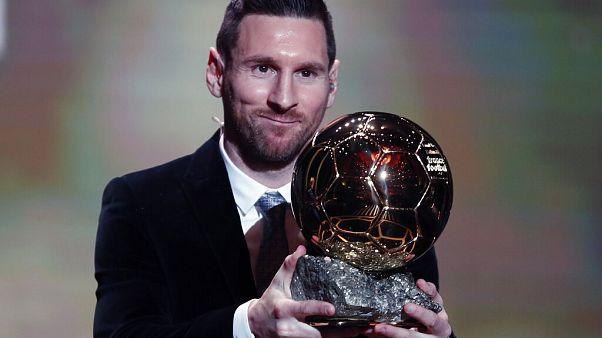 Ballon D'or (Altın Top) ödülünü 6 kezle en çok kazanan futbolcu Barcelona'nın Arajantinli golcüsü Lionel Messi.