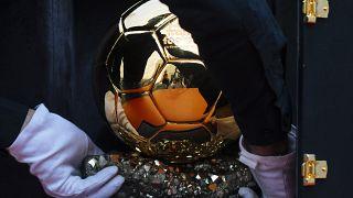 """لأول مرة منذ تنظيمها... """"فرانس فوتبول"""" تعلن حجب جائزة الكرة الذهبية ل2020"""
