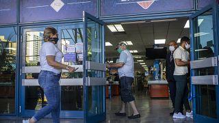 Uno de los establecimientos que vende productos en divisas en La Habana