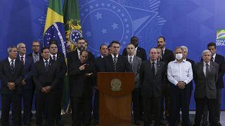 Brezilya: Başkan Bolsonaro'nun ardından iki bakan daha Covid-19'a yakalandı