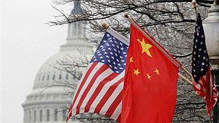 علم أمريكا وعلم الصين