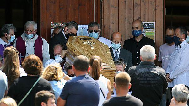Γαλλία: Κηδεύτηκε ο οδηγός λεωφορείου που δέχθηκε επίθεση από νεαρούς