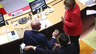 AB liderleri 750 milyar euroluk kurtarma fonu üzerinde anlaştı