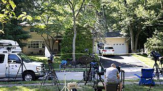 kamerák a szövetségi bíró, Esther Salas háza előtt