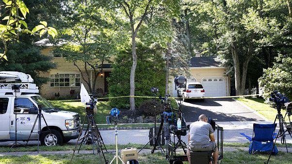 Medienvertreter vor dem Haus der Familie Salas: Ein Anwalt gilt als Hauptverdächtiger im Mord an dem 20-jährigen Sohn der Richterin Esther Salas.